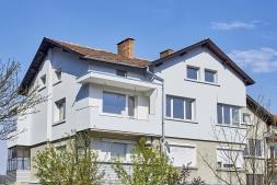 Етаж от жилищна кооперация с тавански стаи и гараж 160 м2